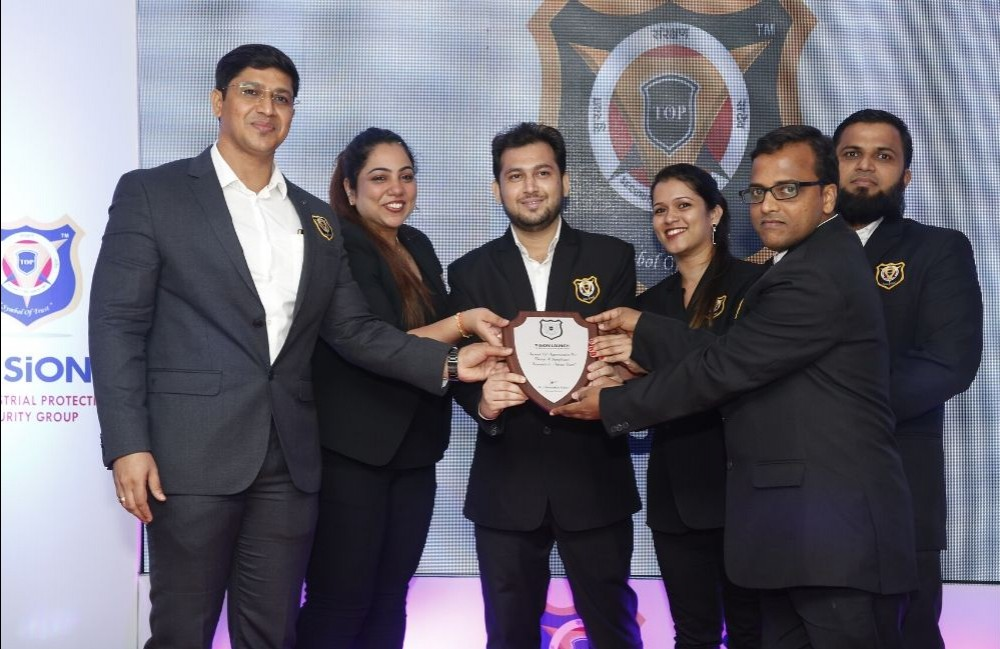 Vision Launch Trophy -TOP IPS GROUP